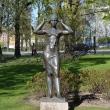spb-skulptura-devushka-povyazyvaushhaya-kosynku-04