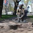 spb-skulptura-risuushhaya-devushka-03