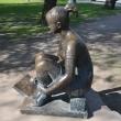 spb-skulptura-risuushhaya-devushka-05