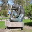spb-skulptura-sidyashhaya-devushka-05