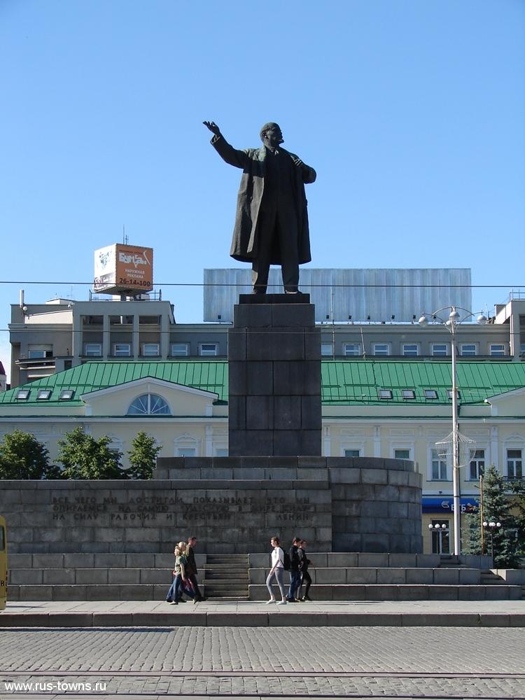 Памятник на площади 1905 года екатеринбург заказать памятник из полимергранита