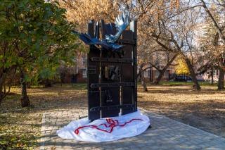 Памятный знак, посвящённый 200-летию Ф.М. Достоевского