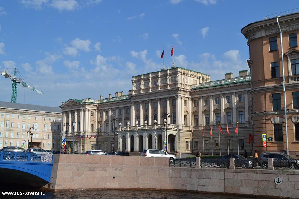 https://rus-towns.ru/wp-content/gallery/sankt-peterburg-mariinskij-dvorec-27-05-2015/spb-mariinskij-dvorec-11.jpg