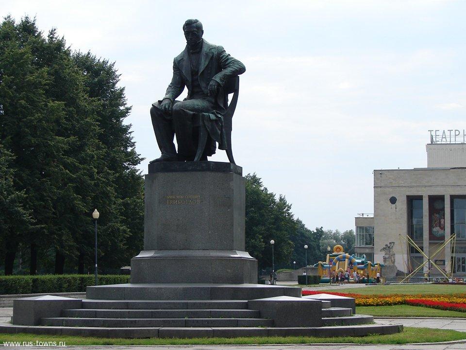 Памятник с семейный Северо-Задонск Лампадка из лезниковского гранита резная Называевск