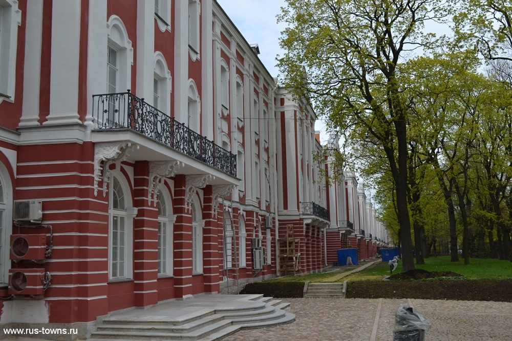 http://rus-towns.ru/wp-content/gallery/sankt-peterburg-zdanie-dvenadcati-kollegij-12-05-2015/spb-universitetskaya-naberezhnaya-7-05.jpg