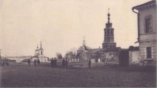 Храм св. Димитрия Солунского (справа). Фото 1910-х гг.
