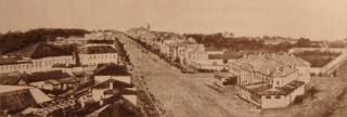 Самое раннее фото Большой Дворянской улицы (пр. Революции). 1860-е гг. Справа - театр.